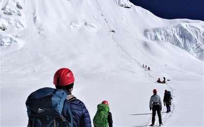 climbers climbing Mera peak with Himalayan Dynasty